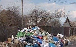 Жителей частного сектора Астрахани заставляют заключать договоры на вывоз мусора