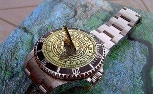 В Ростове появились первые уличные часы на солнечной батарее