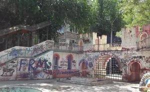 Астраханцы бьют тревогу: уникальный детский городок превращается в руины