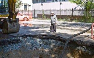 Вырытые по всему Волгограду траншеи не только мешают горожанам, но и создают аварийные ситуации