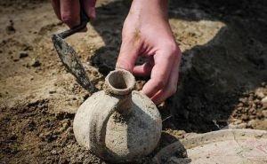 Под Ростовом учёные нашли винный погреб XIV века