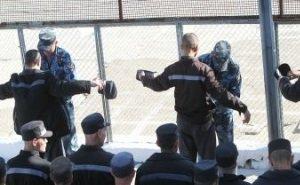 В Ростовской области на сотрудников колонии напали заключённые