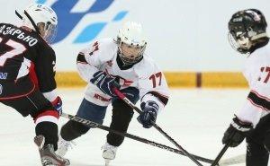Астраханские хоккеисты вынуждены ежедневно заниматься на катке, не отвечающем нормам