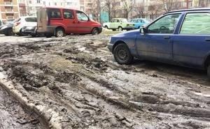 Волгоградские дороги в который раз превратились в непроходимые болота