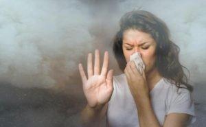 Ни в одно из объяснений причин запаха гари астраханцы не верят