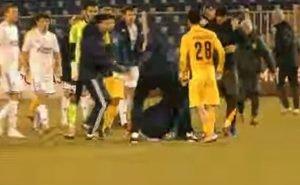 Матч в Астрахани закончился массовой дракой футболистов