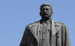 В центре Волгограда ставят памятник Сталину