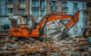 В Ростове при сносе ветхого дома обрушилась стена нормального