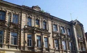 В Ростове неизвестные разрушают особняк Кисина