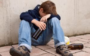 За пьянство подростков наказывают их родителей