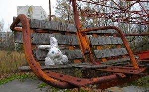 В Астрахани приводят в порядок детские площадки