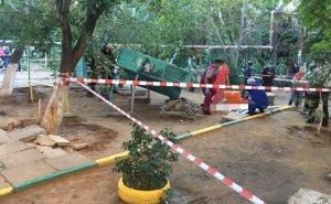 За гибель ребёнка на детской площадке в Астрахани будет отвечать директор УК
