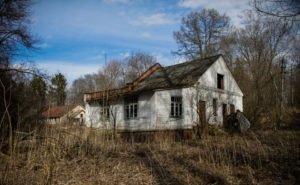 Астраханские дачники жалуются на заброшенные дома