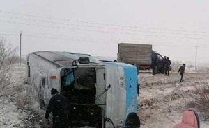 На трассе в Астраханской области перевернулся автобус с людьми