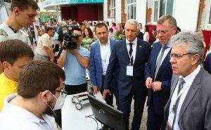 Астраханские студенты показали главе РАН свои разработки