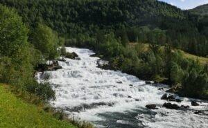 Найдено тело третьего туриста, которого в Адыгее унесло течением реки