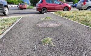 «Трава пробивается сквозь асфальт»: астраханцы недовольны ремонтом улицы Максаковой