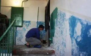 В домах волгоградцев ремонтируют подъезды