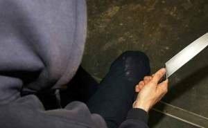 20-летнего волгоградца подозревают в нападении с ножом на младшего брата