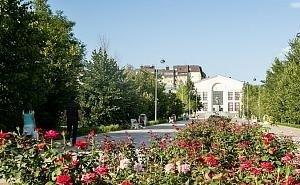 Бочаров проверил реконструкцию старейшего парка Волгограда