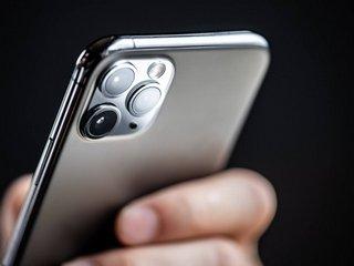 Можно ли убрать пятна на камере iPhone?