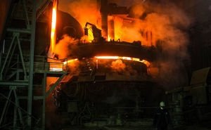 На заводе в Волгоградской области сильно обгорели рабочие