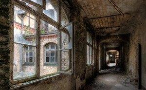 Из окон заброшенных домов Волгограда продолжают выпадать подростки